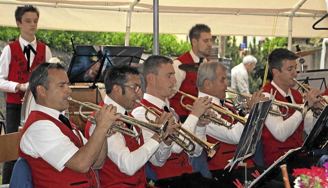 Bei angenehmen Sommerwetter bot die St...abwechslungsreiches Open-Air-Konzert.     Foto: Herbert Trogus