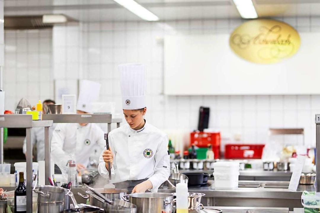 Auf dem Weg zur Preisträgerin: Anna Stocker bei der Zubereitung ihres Menüs.  | Foto: Erika Sieberts