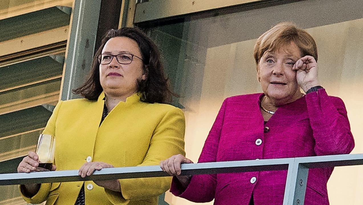 Eine SPD ohne Andrea Nahles (links) an...rschaft Angela Merkels beschleunigen.   | Foto: Bernd von Jutrczenka