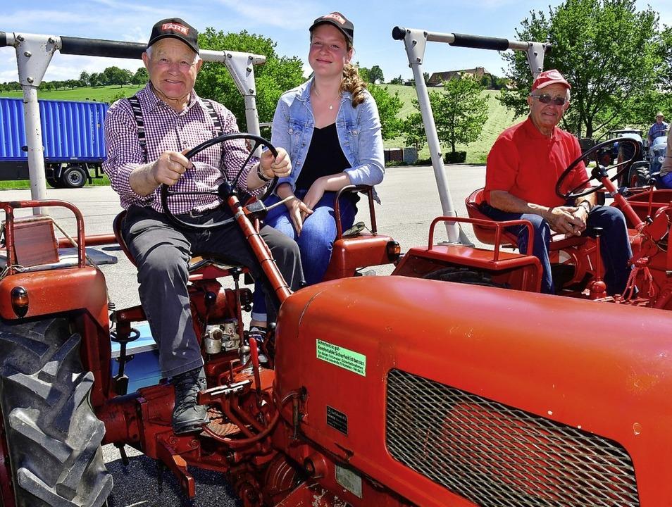 Die Vorfreude auf das 4. International...Firma Sulzberger produzierten Traktor.  | Foto: Dieter Erggelet