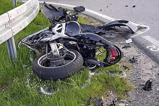 Frau stirbt bei Motorradunfall