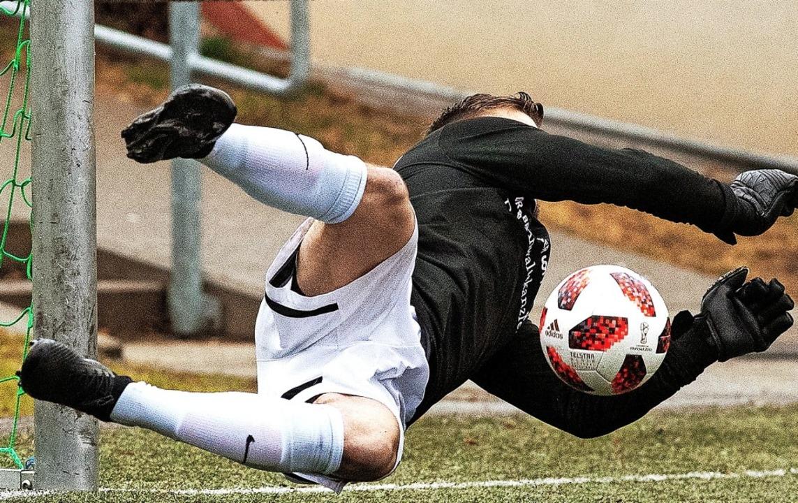 Starker Rückhalt: Neustadts Torhüter M...erner hielt sein Team lange im Spiel.   | Foto: Wolfgang Scheu