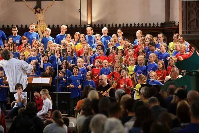 Junge Sänger und Sängerinnen setzen ein Zeichen für den Umweltschutz