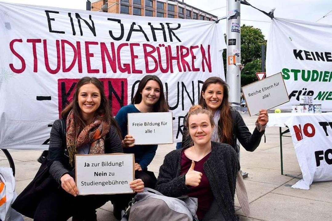 Vor rund einem Jahr streikten die Stud...nder auf dem Platz der Alten Synagoge.  | Foto: Thomas Kunz