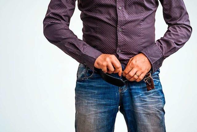 Mann ohne Hose und Schlüssel ruft nach einem Tête-à-Tête die Polizei