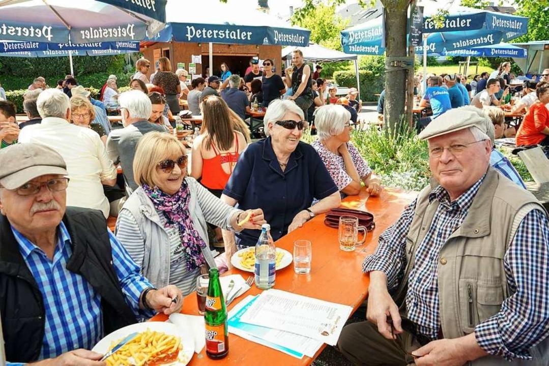 Geselligkeit war Trumpf beim Dorffest. | Foto: Sandra Decoux-Kone
