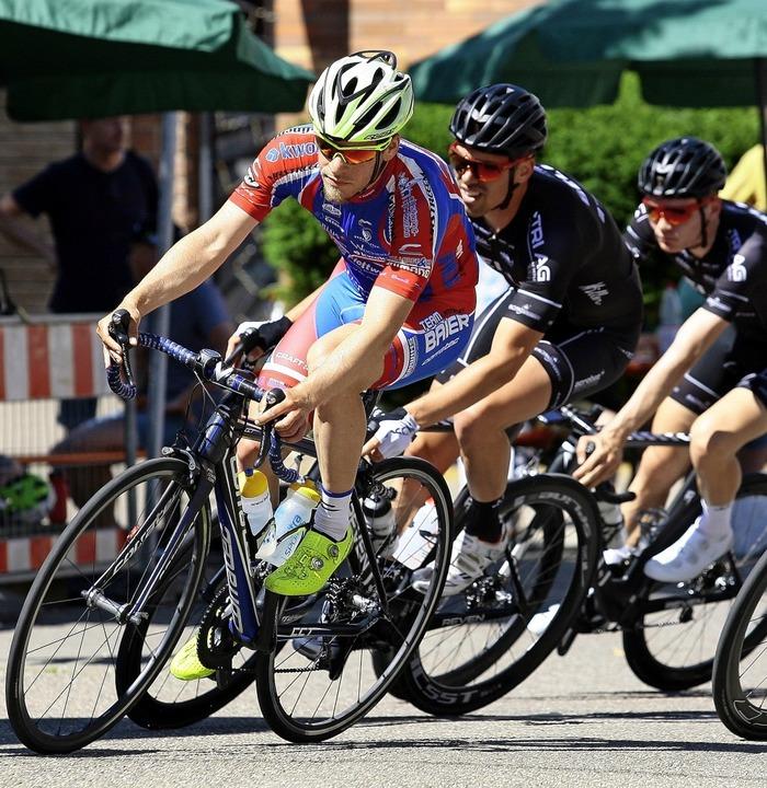 Einen heißen Reifen fuhren die Elite-Fahrer beim Rennen in Hofweier.   | Foto: Peter Aukthun-Goermer