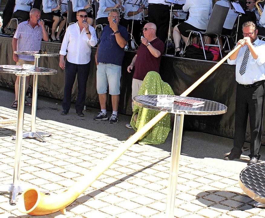 Alphornklänge steuerten die Zeller Sta...nzert des Maulburger Musikvereins bei.  | Foto: Heiner Fabry