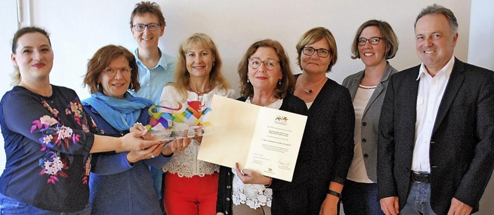 Nazmije Mahmutaj, Dorothea Koelbing, C...euen sich über den Integrationspreis.     Foto: Thomas Loisl Mink