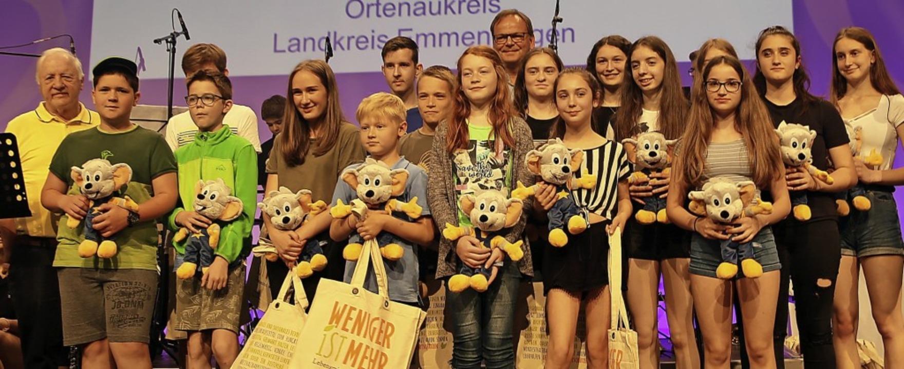 Ein Teil der Preisträgerinnen und Prei...(Mitte) <BZ-Foto>Landratsamt</BZ-Foto>