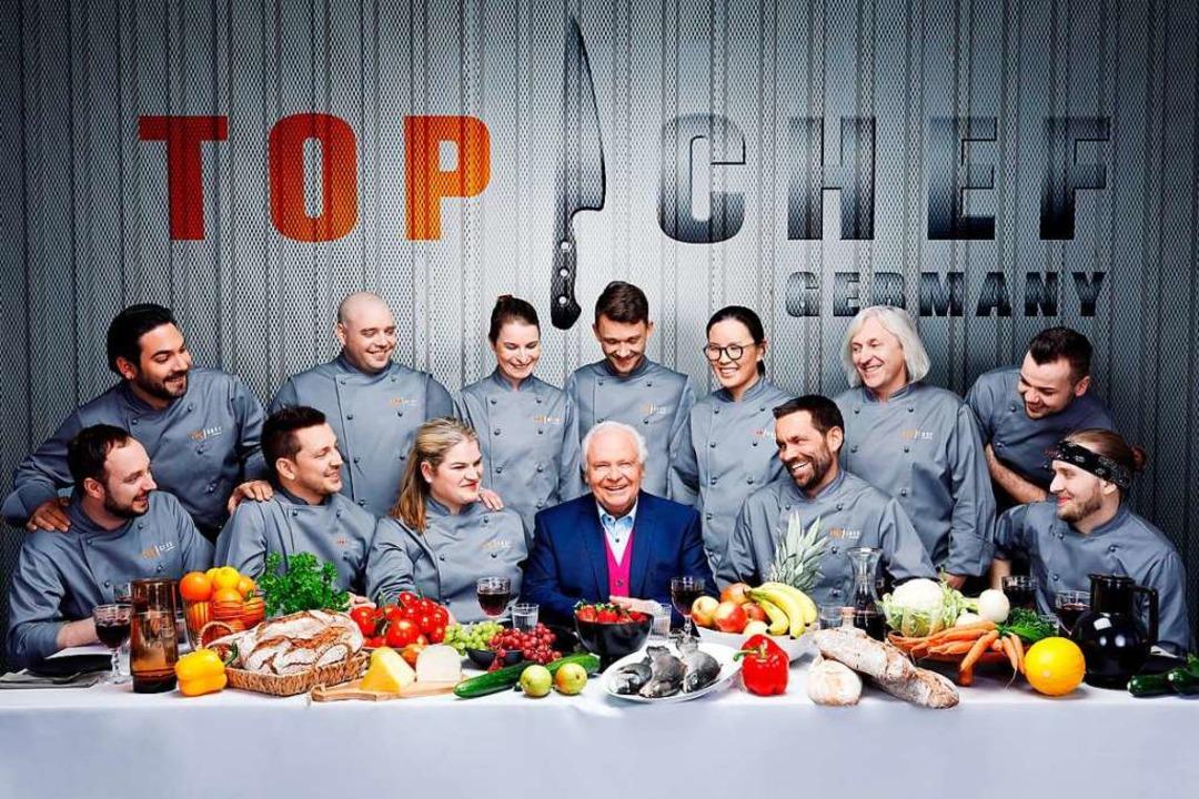 Eckart Witzigmann, umringt von den Tei... und Teilnehmern von Top Chef Germany.  | Foto: SAT.1
