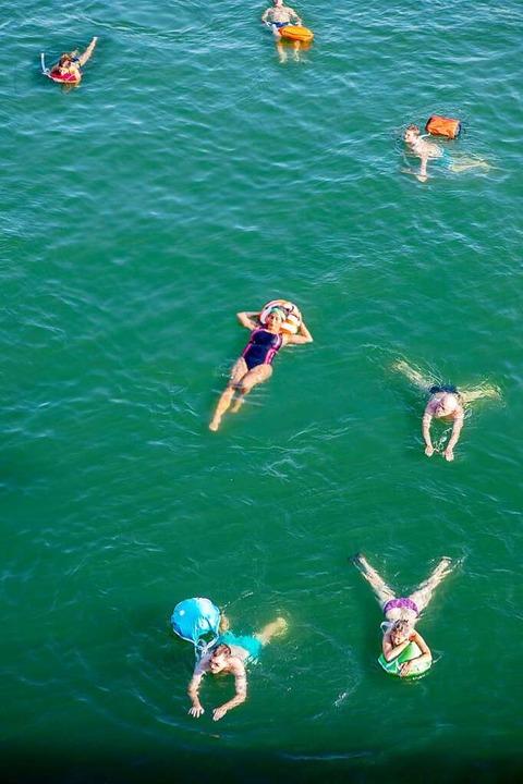 Es können ja nicht alle einkehren, einige müssen auch schwimmen.   | Foto: JOSS ANDRES