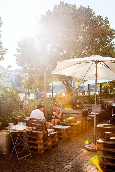 Draußen am Rhein auf Paletten   | Foto: Joss Andres