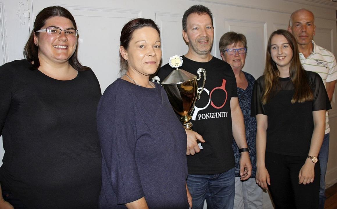 Die Vorsitzende des TTC Bahlingen, Man...n, Ramona Schneider und Michael Brenn   | Foto: Christiane Franz