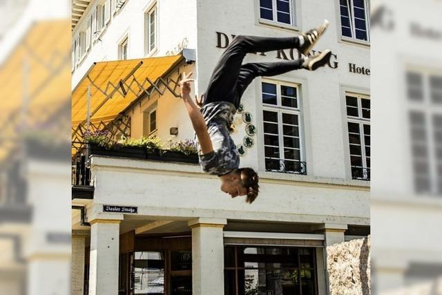 Die Lörracher Innenstadt verleitet zu Akrobatik