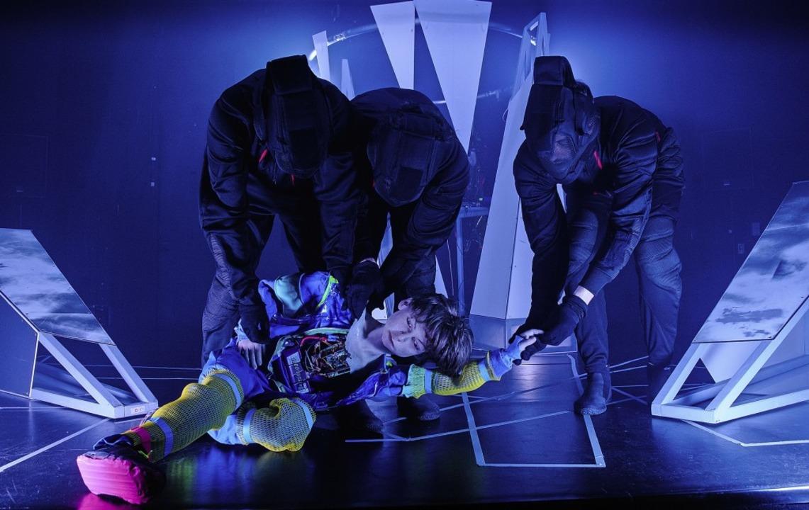 Im Theaterstück Pinocchio 2.0 ist der ...kleine, geschnitzte Junge ein Roboter.  | Foto: Martina David-Wenk