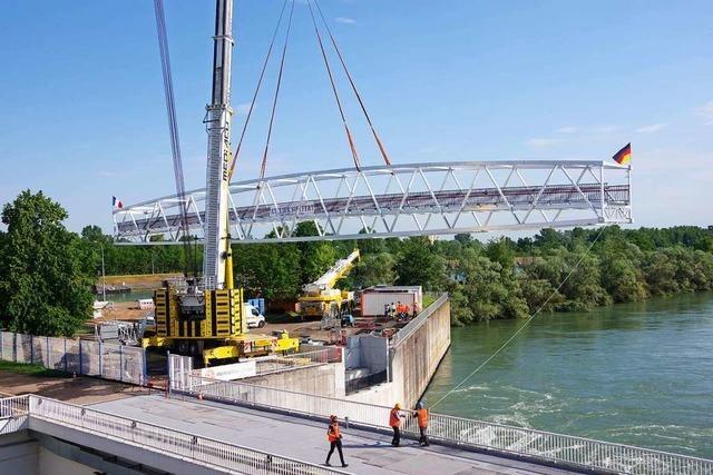 Europas längste Aluminiumbrücke ist bei Rheinau eingebaut worden