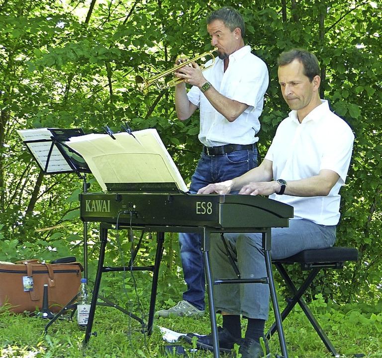 "Parkkonzert mit ""To Be"": Tom Hilbert (links) und Bernd Schirmer   | Foto: Claudia Bachmann-Goronzy"