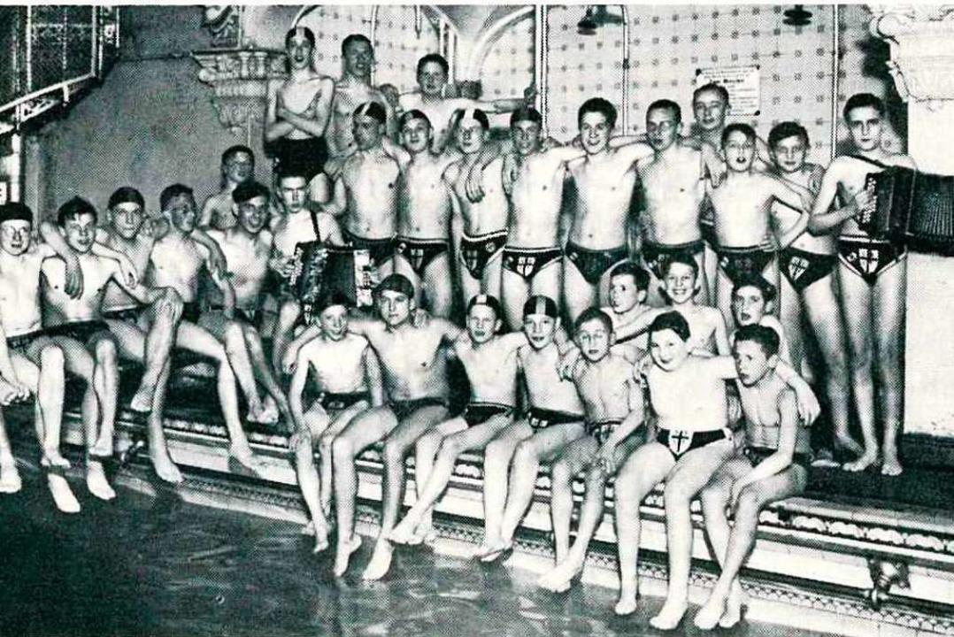 Schwimmgruppe des SSV Freiburg in den ... entstand wohl im damaligen Marienbad.  | Foto: privat