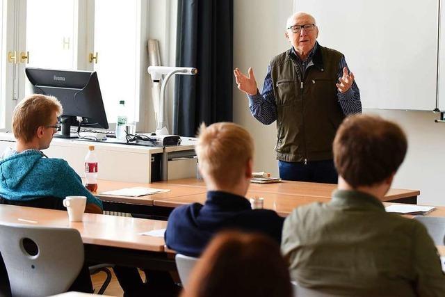 Dieser Freiburger erzählt in Schulen, wie er den Zweiten Weltkrieg erlebt hat