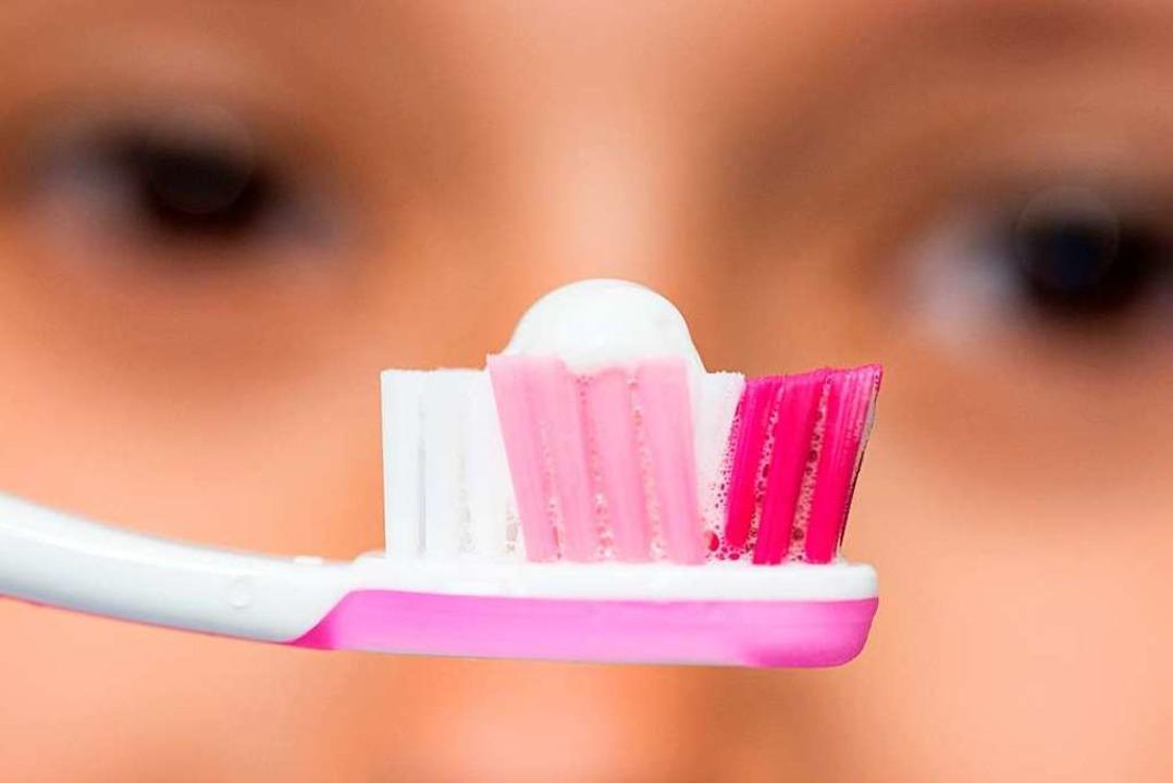 Zahnpasta kommt aus der Tube, und die ...t mit Resten des Inhalts (Symbolbild).  | Foto: Patrick Seeger