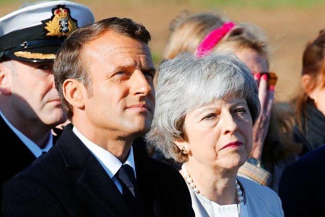 May und Macron legen Grundstein für D-Day-Gedenkstätte in Normandie