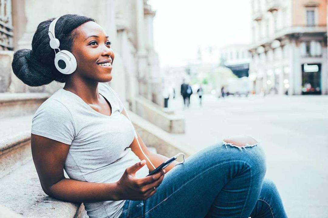 Spotify analysiert in Echtzeit, wie gu...gs bei Hörerinnen und Hörern ankommen.  | Foto: Eugenio Marongiu (Adobe Stock)