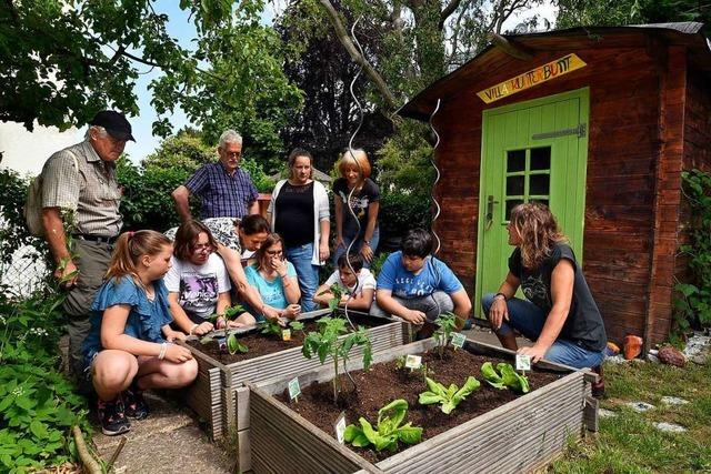 Garten-Jury besucht die Schule in Günterstal