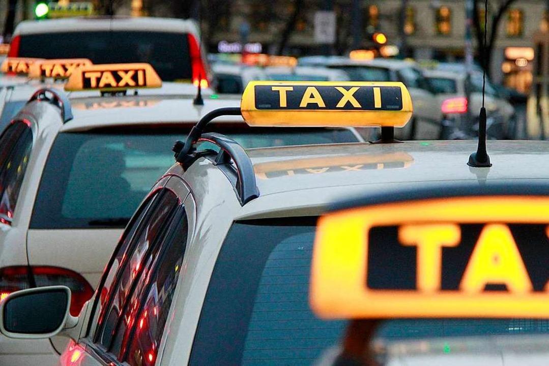 Taxis gelten als Teil des öffentlichen...iegt besonderen gesetzlichen Vorgaben.  | Foto: Rene Ruprecht