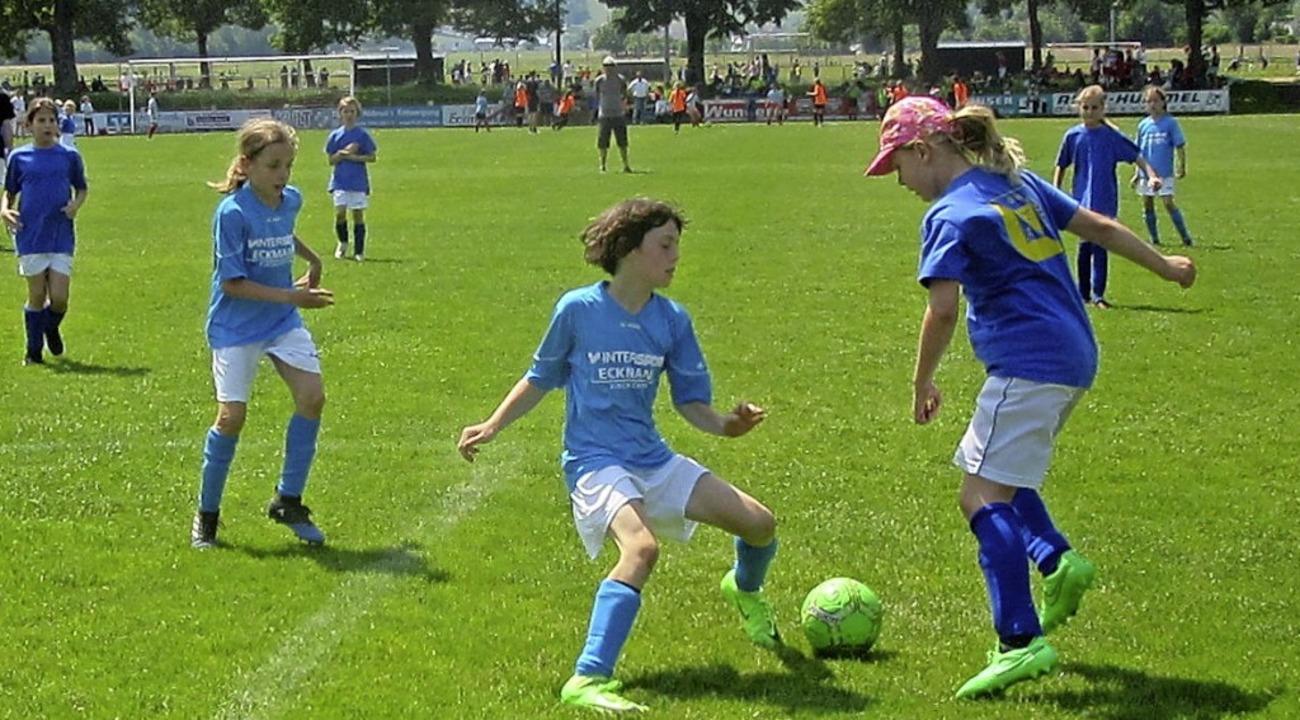Die Mädchenmannschaft der Grundschule ...le gegen Eschbronn  geschlagen geben.   | Foto: Gräßlin