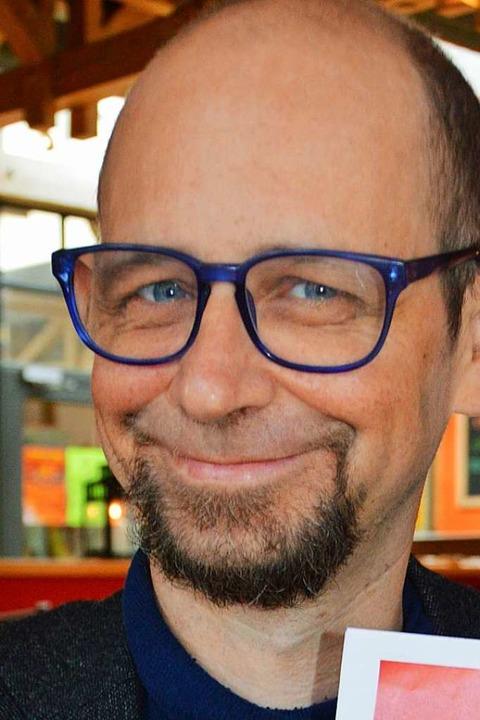Tobias Hug freut sich darüber, dass di...e    bereits die Werbetrommel   rührt.  | Foto: Gerhard Lück
