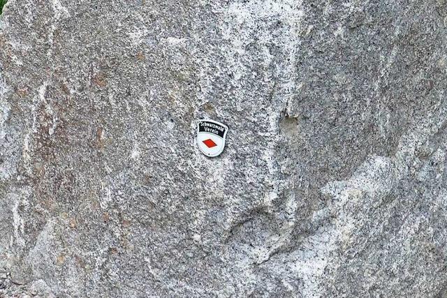 Unbekannte zertrümmern Glastafel an Schwarzwaldverein-Gedenkstätte