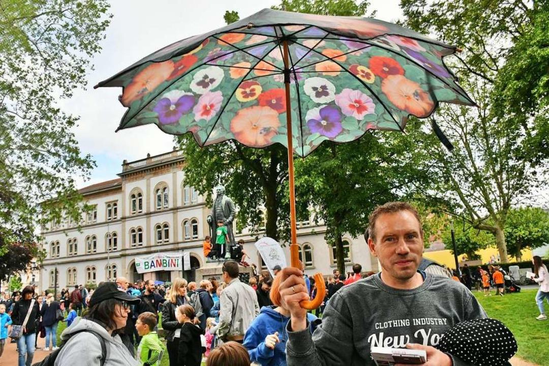 Schirme dienten im Hebelpark der Orientierung.    Foto: Barbara Ruda
