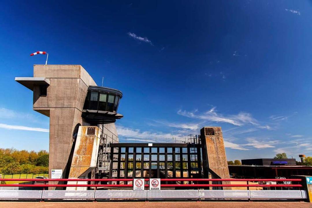Der modernere Bau von der Seite   | Foto: Joss Andres