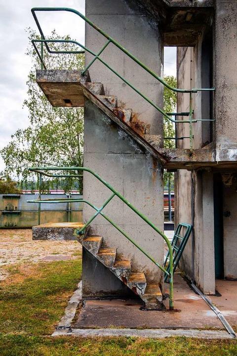 Der Beton splittert an etlichen Stelle...tufen, wo der Rost nach außen dringt.   | Foto: Joss Andres