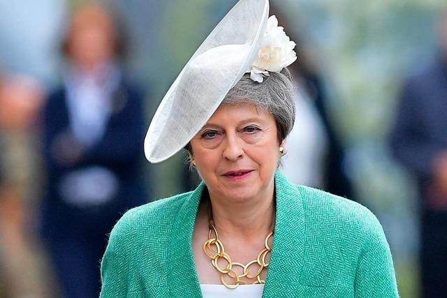 Premierministerin May gibt Amt als Parteichefin ab