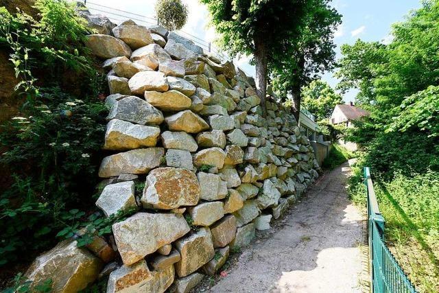 Hebsackweg bleibt wegen einer meterhohen Steinmauer weiter gesperrt