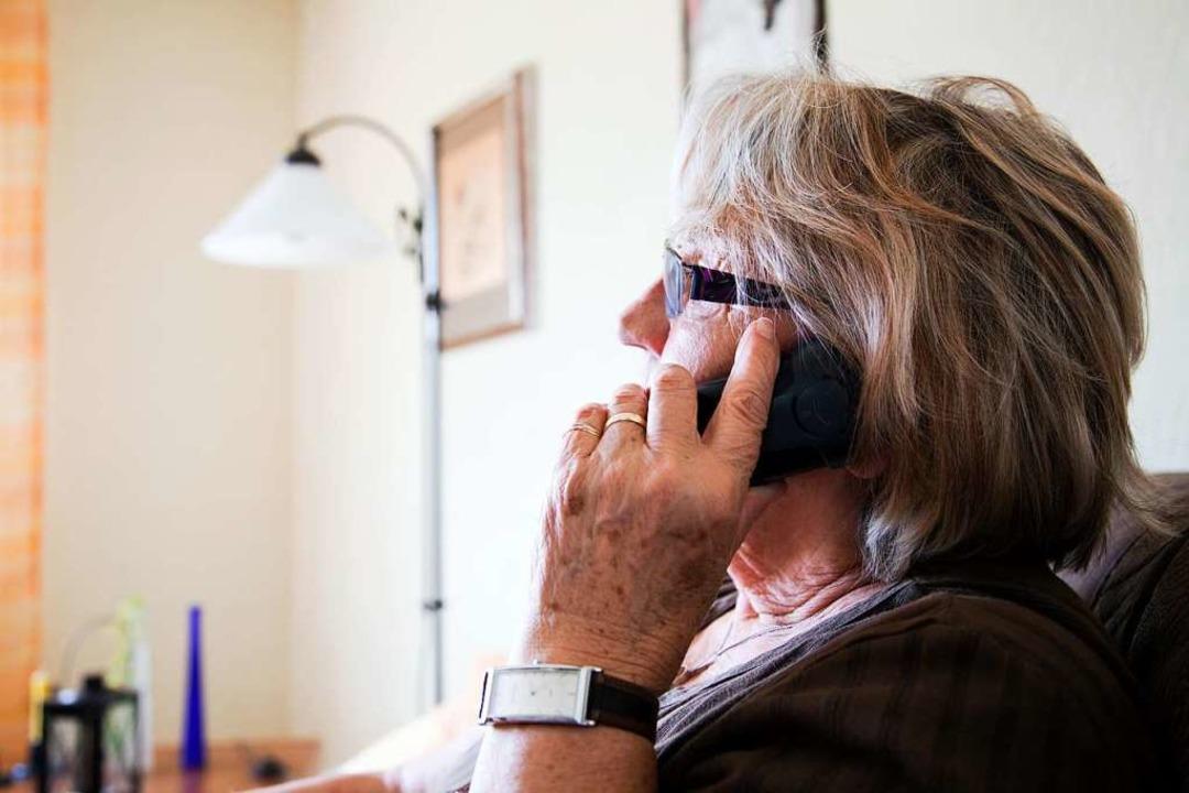Die Täter haben oft ältere Menschen im...ffenen, die 110 zu rufen (Symbolbild).  | Foto: cc-images - stock.adobe.com