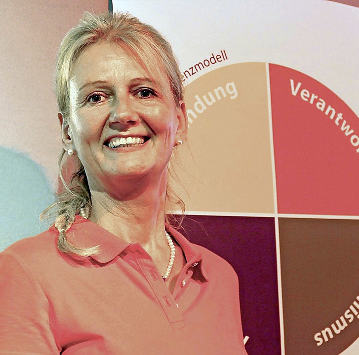 Stephanie Sproß gab bei ihrem Vortrag ...schen innere Stärke entwickeln können.  | Foto: Martina David-Wenk