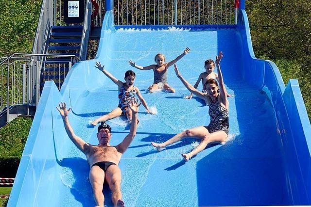 Herr Strandbad-Bademeister, wie lang wird die Schlange an der neuen Rutsche?