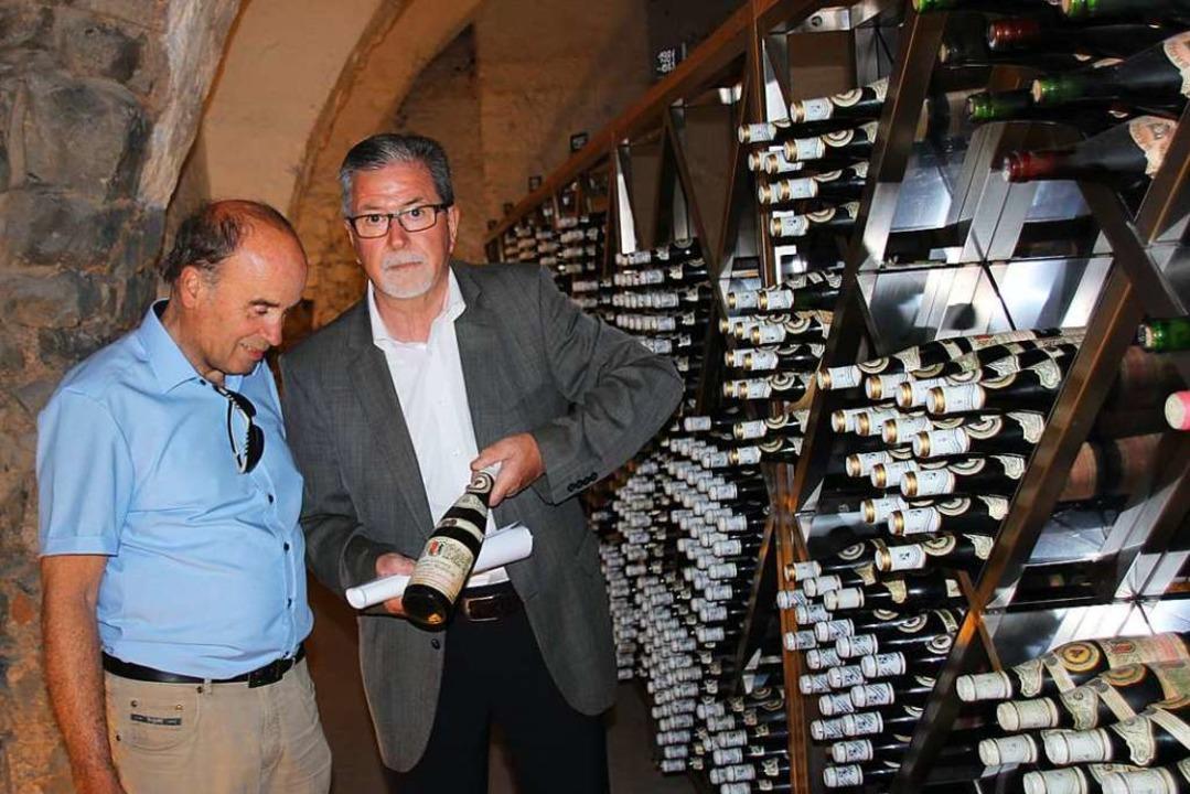Das neue Weinarchiv der Winzergenossen...schäftsführer Hanspeter Johner zeigen.    Foto: Mario Schöneberg
