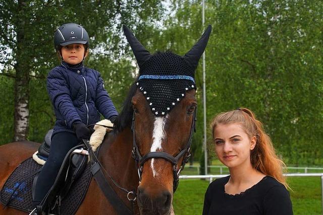 Reiterinnen bereiten sich auf Prüfung beim Weisweiler Pfingstturnier vor