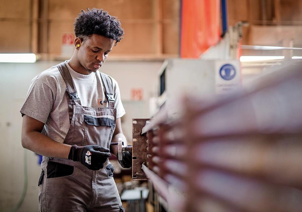 Für bleibeberechtigte  Migranten verbe...e  Perspektiven auf dem Arbeitsmarkt.   | Foto: Christoph Schmidt