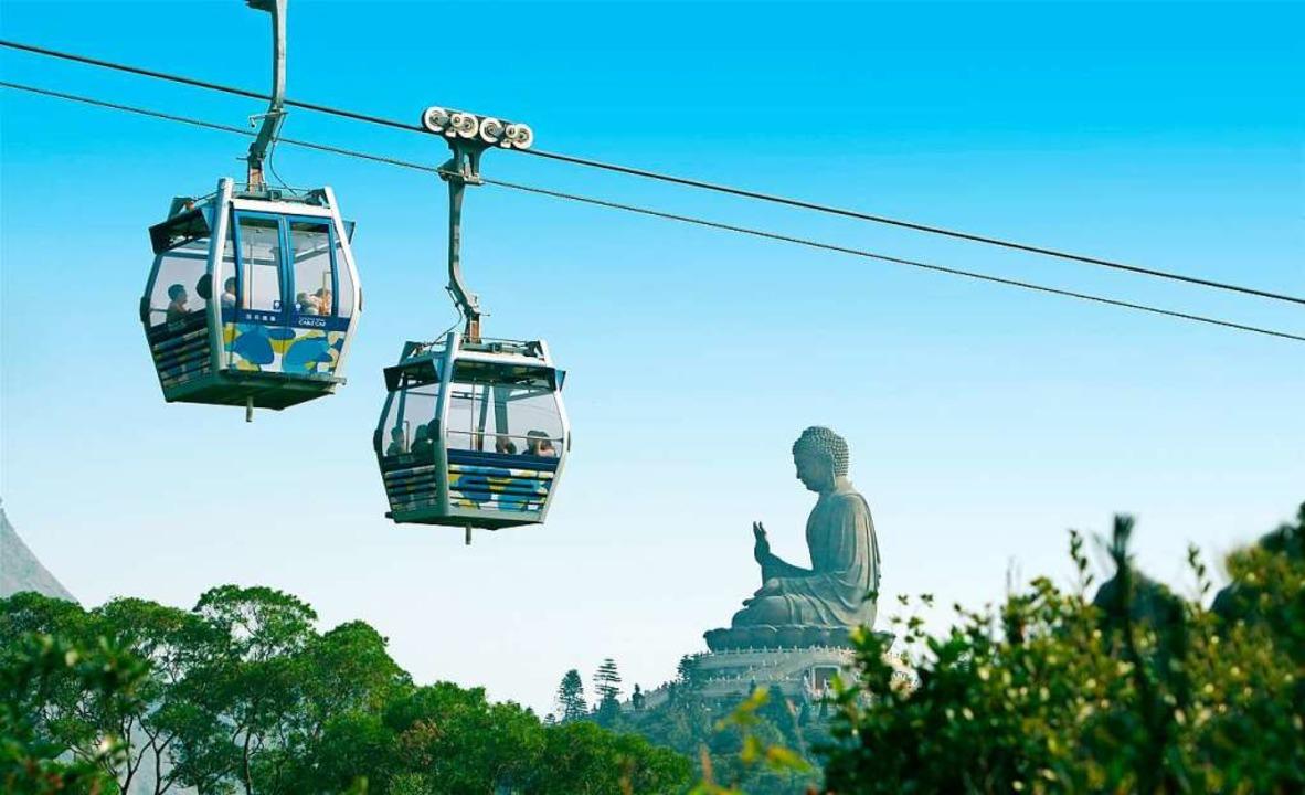 Die große Buddhafigur auf der Insel Lantau erreicht man mit der Seilbahn.  | Foto: Hong Kong Tourism Board