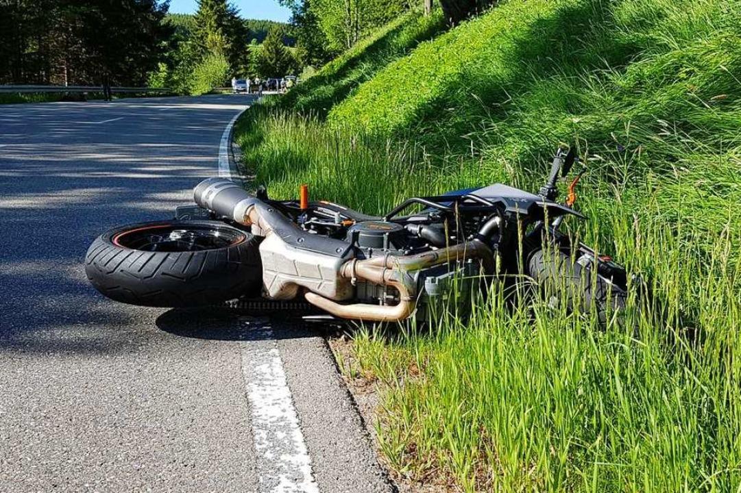 Zwischen Schluchsee und Fischbach wurde ein Motorradfahrer schwer verletzt.  | Foto: Kamera24