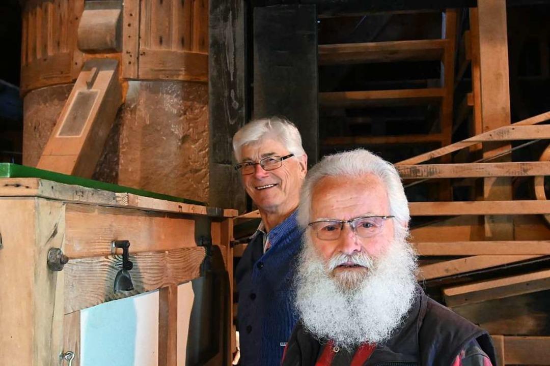 Andreas Oberle (links) und Paul Boschert in der Mühle in Nordrach    Foto: Jonas Hirt