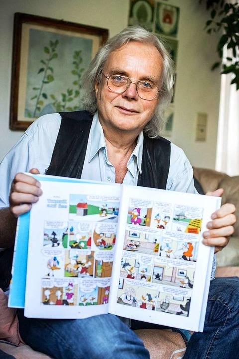 Jan Gulbransson mit einer seiner Donald-Geschichten  | Foto: Sina Schuldt (dpa)