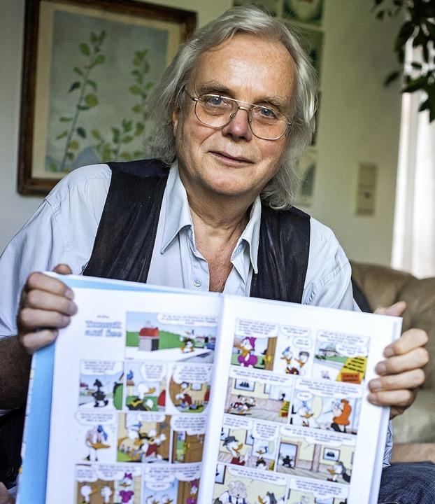Jan Gulbransson mit einer seiner Donald-Geschichten    Foto: Sina Schuldt (dpa)