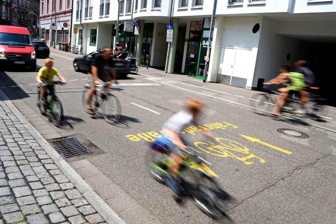 Eigentlich dürften auf der Kartäuserst...ch das Verbot wird nicht durchgesetzt.  | Foto: Thomas Kunz