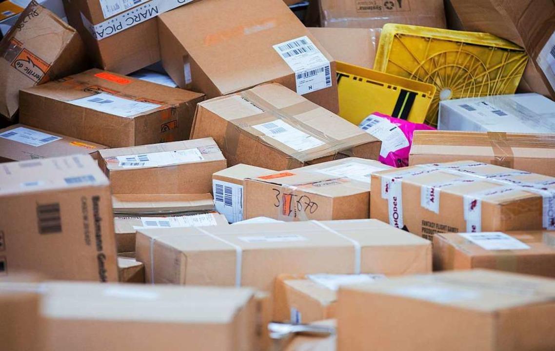 Tausende Paketen und Päckchen werden täglich verschickt.  | Foto: Rolf Vennenbernd
